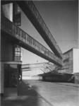 1978-3643 Luchtbruggen tussen de nieuwe fabriekscomplexen van Van Nelle, aan de Van Nelleweg 1.