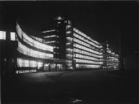 1978-3673 Kantoor en fabriekspand van Van Nelle bij avond, aan de Van Nelleweg nummer 1.