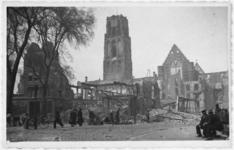 1979-1241 Gezicht op de door het Duitse bombardement van 14 mei 1940 getroffen Grotemarkt gezien uit het zuiden. Op de ...