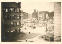 1979-1258 Restanten van gebouwen aan de Hoofdsteeg, na het bombardement van 14 mei 1940.