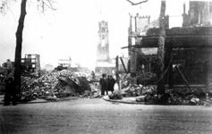 1979-1314 Gezicht in de door het Duitse bombardement van 14 mei 1940 getroffen Molensteeg vanaf de Noordblaak, uit het ...