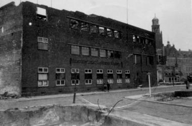 1979-1401 Puinresten na het bombardement van 14 mei 1940. Inrichting voor doofstommenonderwijs aan de Ammanstraat.