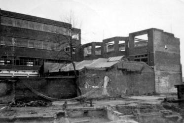 1979-1402 Puinresten na het bombardement van 14 mei 1940. Inrichting voor doofstommenonderwijs aan de Ammanstraat.