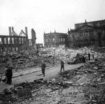 1979-1417 Gezicht in de door het Duitse bombardement van 14 mei 1940 getroffen Lijnbaanstraat. Uit zuidoostelijke ...