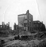 1979-1418 Gezicht in de door het Duitse bombardement van 14 mei 1940 getroffen Lijnbaanstraat. Uit zuidoostelijke ...