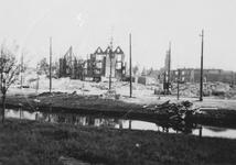 1979-1447 Gezicht op de door het Duitse bombardement van 14 mei 1940 getroffen omgeving van de Aert van Nesstraat, ...