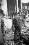 1979-1545 Gezicht in de door het Duitse bombardement van 14 mei 1940 getroffen Lijnbaaanstraat.. Met sloopwerkzaamheden ...