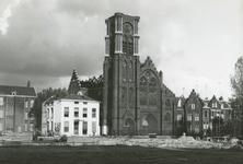 1979-2737 Restanten na de brand van 7 augustus van de rooms-katholieke kerk de Allerheiligste Verlosser aan de Goudse Rijweg.