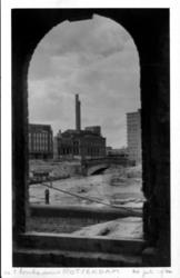 1979-300 Puinresten van het Steiger en omgeving gezien vanuit het sluiswachtershuisje aan de Vlasmarkt, na het Duitse ...