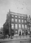 1980-1596 Gezicht op het Bolwerk met het stamhuis van de familie Van Oordt (suikerfabriek) op nr.15, links de Hertestraat.