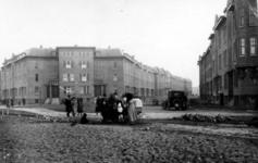1980-1767 Gezicht op de Beukelsweg met rechts de Allard Piersonstraat.