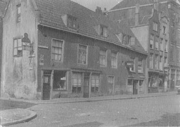 1980-1778 In de Lange Baanstraat, op de hoek van de Vogelenzang.