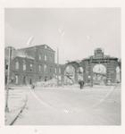 1980-1780 Gezicht op de door het Duitse bombardement van 14 mei 1940 getroffen Oudehaven met de Geldersekade, uit het ...