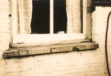 1980-1798 Een raamkozijn in de Josephstraat.
