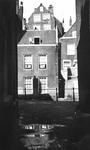 1980-1804 Gezicht op het Stokviswater. Met op de achtergrond de achterzijde van de Galerij.
