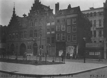 1980-1807 Gezicht op de Botersloot aan de westzijde, vanuit oostelijke richting in het midden huizen met de nrs. ...