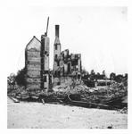 1980-1818 Restanten van de openbare school aan de oostzijde van de Sint Janstraat, na het bombardement van 14 mei 1940. ...
