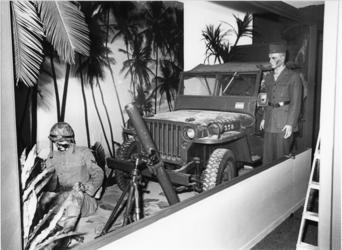 1980-2120 Onderdelen van een permanente expositie in het Mariniersmuseum, gevestigd in het Hulstkampgebouw aan de Maaskade.