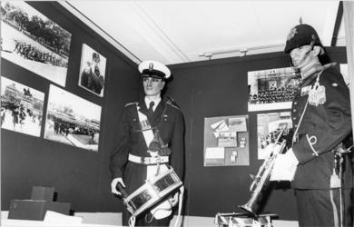 1980-2121 Onderdelen van een permanente expositie in het Mariniersmuseum, gevestigd in het Hulstkampgebouw aan de Maaskade.