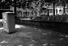 1980-2425-EN-2426 Gezichten op de 's-Gravendijkwal met op de voorgrond het voetpad van de Mathenesserlaan.