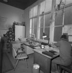 1980-3847 Kantoor van het Gemeentelijk badhuis aan de Dijkstraat.