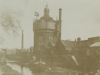 1980-3911-TM-3913 Drinkwaterleiding aan de Honingerdijk.Afgebeeld van boven naar beneden:-3911: machinegebouwen en ...