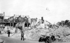 1980-406 Gezicht vanaf de Boompjes op de door het Duitse bombardement van 14 mei 1940 getroffen omgeving van de ...
