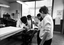 1980-4125-TM-4130 Interieurs van de drukwinkel aan de Sint-Mariastraat 54, hoek van de Gaffeldwarsstraat. Wijkproject ...