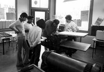 1980-4137-TM-4140 Interieurs van de drukwinkel aan de Sint-Mariastraat 54, hoek van de Gaffeldwarsstraat. Wijkproject ...