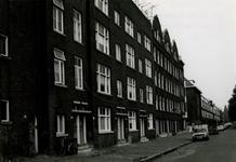 1981-1556 De boezemlaan met de huisnummers 30 en lager, uit het zuidoosten.