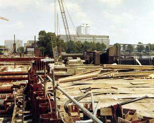 1981-1744-TM-1747 De aanleg van de metrolijn Oost-West bij de Rochussenstraat.Afgebeeld van boven naar beneden:-1744: ...