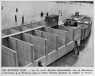 1982-2477 Drijvende kaaimuurdelen voor de Merwehaven in aanbouw liggen in de Waalhaven op transport te wachten.