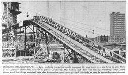 1982-2497 De bouw van de Pieter van den Hoochburg over de Coolhaven.