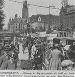 1982-2507 De 'Nooit meer oorlog Federatie' houdt een demonstratie voor de vrede op de Coolsingel tijdens 'Goodwill-day'.
