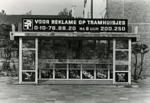 1982-2665 R.E.T.-Abri aan de Boezemweg met reclame op tramhuisjes.