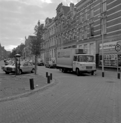 1982-3089 De Dr. Zamenhofstraat, gezien vanuit de Vredenoordlaan in de richting van de Oostzeedijk.