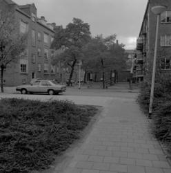 1982-3123 Gezicht in de Assendelftstraat nummer 38 en hoger.