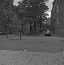 1982-3124 Gezicht in de Assendelftstraat met nummer 6 en hoger.