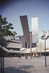 1982-4005 De Lijnbaan. In het midden de kinetische plastiek van George Rickey.