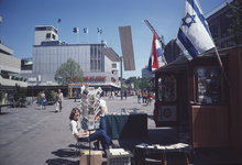 1982-4008 De Lijnbaan, gezien vanuit het westen.