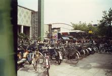 1982-4115-TM-4119 Het Beursplein.- 4115: Op de voorgrond ( brom ) fietsenstaling en de roltrap van metrostation Beurs, ...