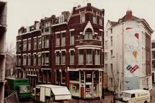 1982-635 Eendrachtsstraat op de hoek van de Schiedamsesingel. Rechts de toegang tot de Vredesteinlaan.