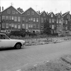 1983-2592 De achterkant van panden aan de Vredenoordkade 8 t/m 3 (van links naar rechts).