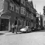 1983-2757 De IJsclubdwarsstraat, gezien vanuit de Hermonlaan.