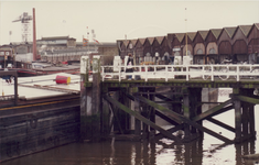 1983-3080,-3081 Gezicht op de loodsen van Emba Movi Emballage aan de Stadionweg. Vroeger was hier stoomkuiperij Van der ...