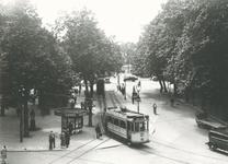 1983-3636 Gezicht op het tramstation aan het Beursplein.