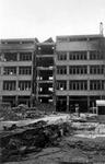 1983-4656 Gezicht op de Hoofdsteeg met het verwoeste gebouw van het magazijn Esders, als gevolg van het bombardement ...