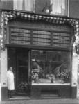 1983-4663 Slager T. van Dijk jr. op de Bingeleystraat 14b.