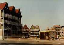 1984-2009 Admiraal de Ruyterweg, nabij de Vriendenbrug over de Karnemelkshaven. Op de achtergrond rechts huizen aan de ...