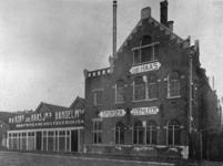 1984-2372 Kantoren en een fabriek aan het Boerengat.